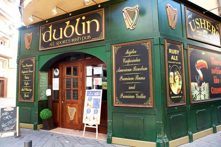 Dublin irish pub exterior 768x513